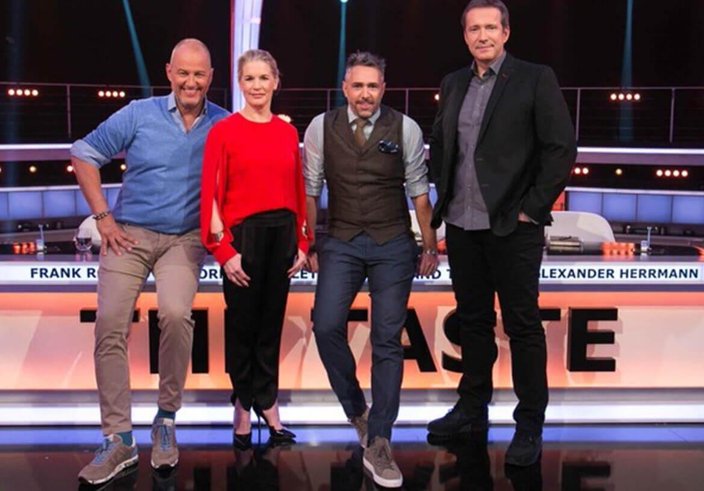 """Star Koch und """"The Taste"""" TV-Show Presenter Roland Trettl in einer Weste von DORNSCHILD."""