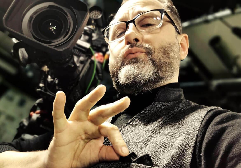 TV Moderator Alex Onken smart und schick in einer Herren Weste von DORNSCHILD.