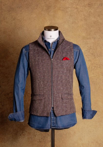 Chic casual men's vest with zipper in a beautiful color mix of blue, red and cognac made of the finest Italian fabric versatile combinable and perfect for any occasion.