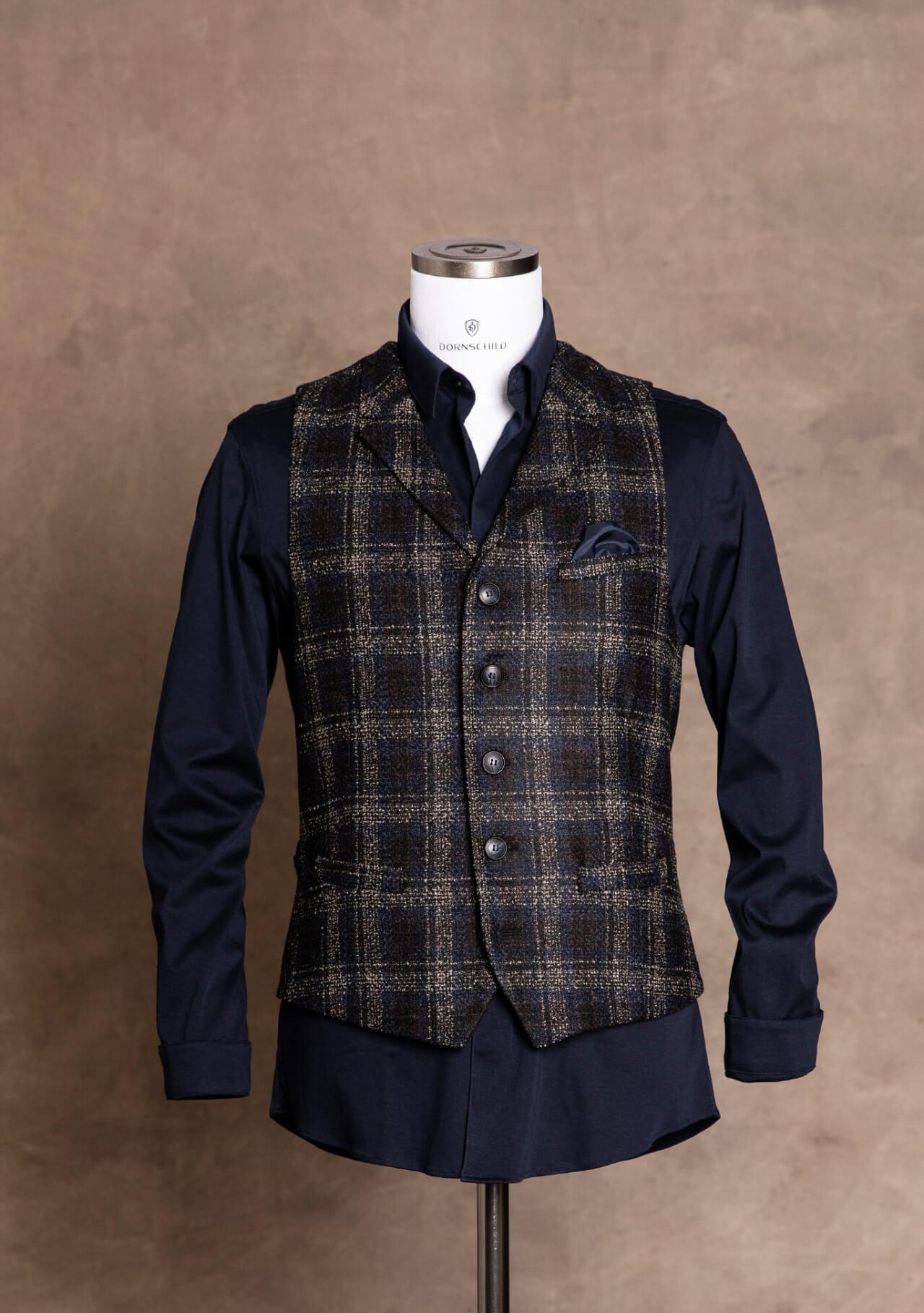 Edle und stilvolle Premium Herren Weste Gilet von DORNSCHILD Schwarz Blau kariert mit feinen Streifen in Cognac aus feistem italienischen Stoff.