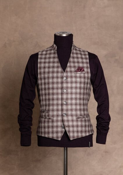 Fashionable, chic and noble men's vests from DORNSCHILD with stand-up collar wine red gray plaid made of the finest Italian fabric for a stylish and elegant appearance.