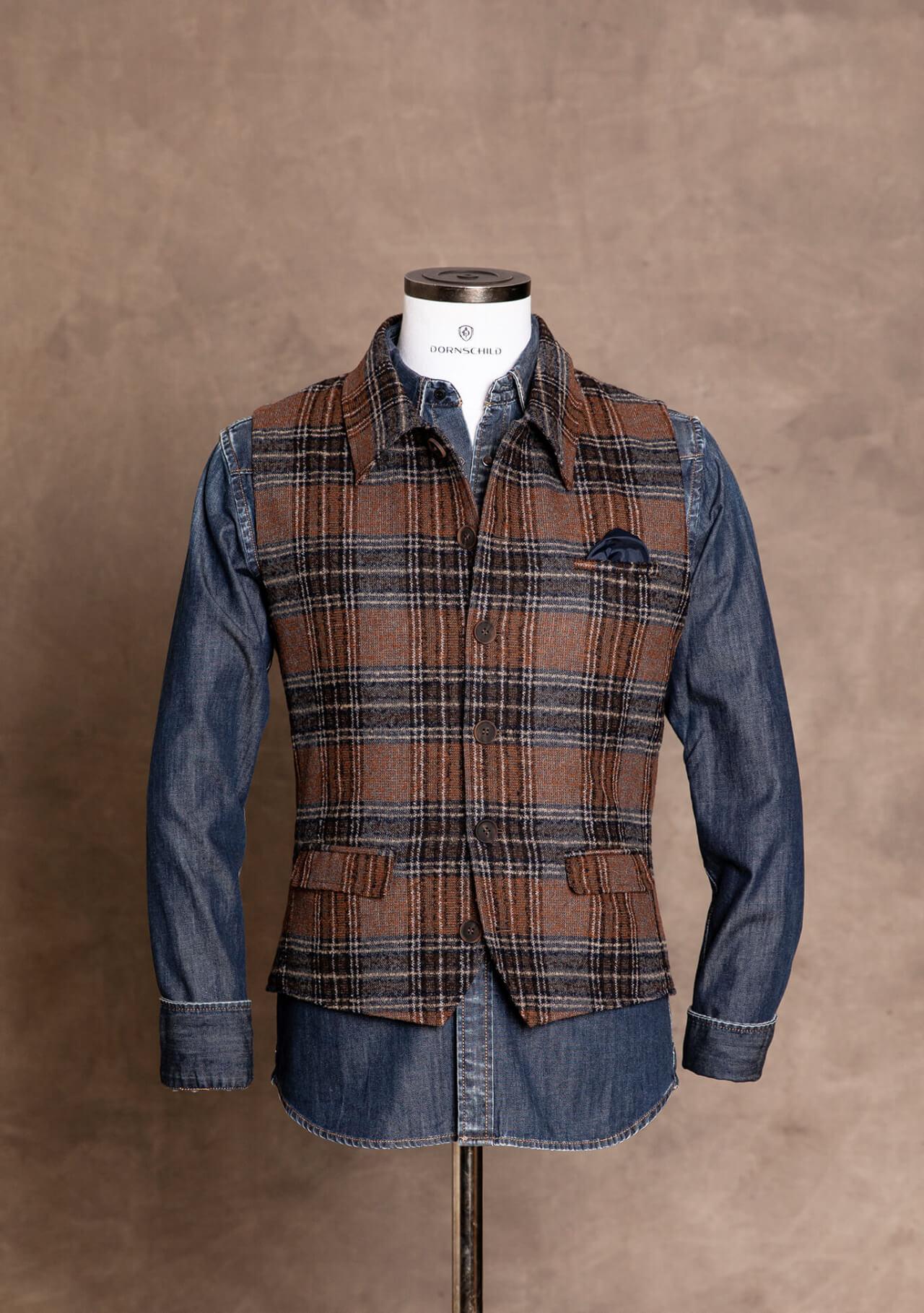 Lässige, modische und schicke Premium Herrenweste Gilet von DORNSCHILD Braun Grau Blau kariert im Jeanswesten Style aus feinstem italienischen Stoff. Premium Herrenweste handgemacht in Europa.