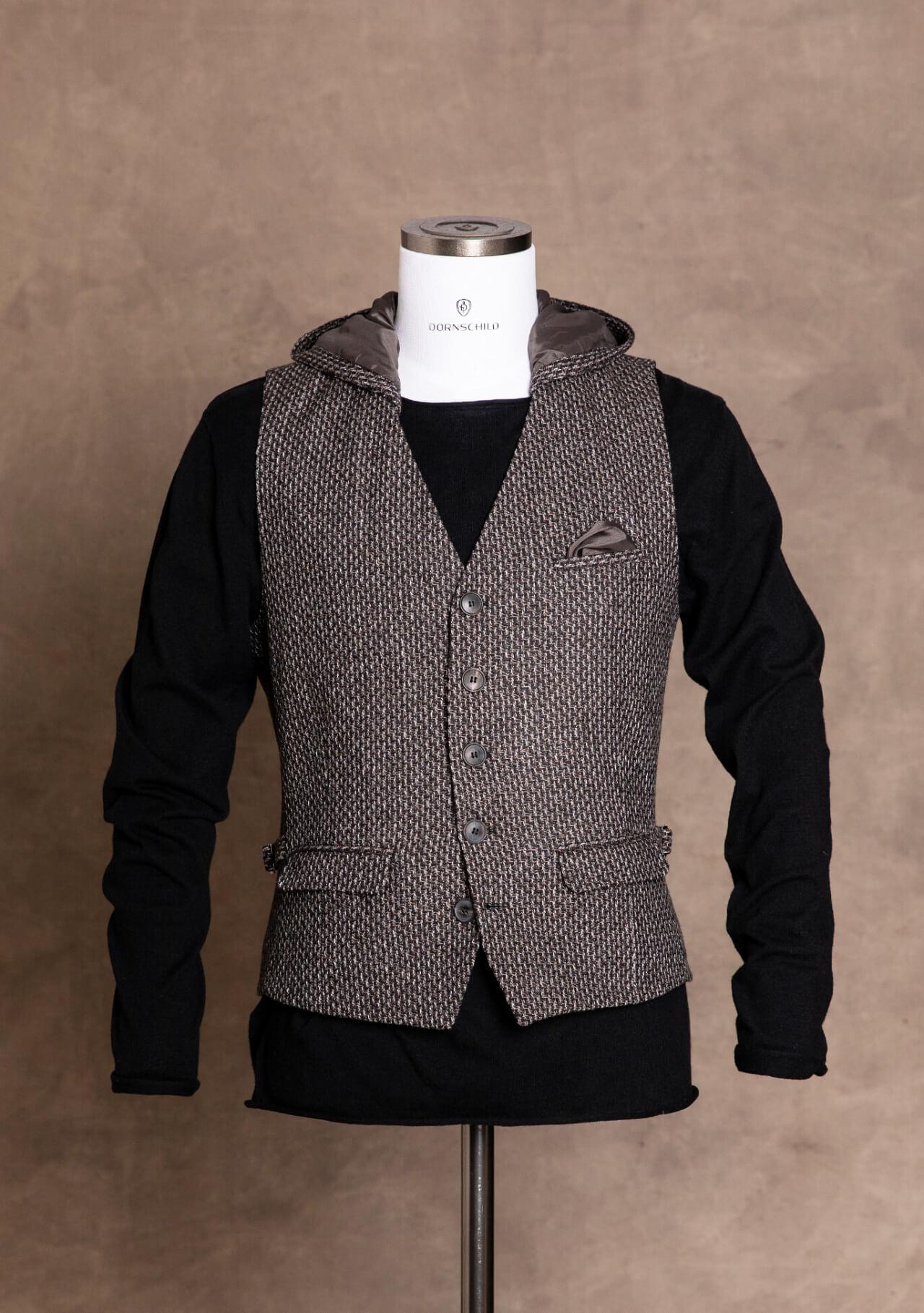 Schick sportliche Einreiher Herrenweste / Gilet von DORNSCHILD Schwarz Grau gemustert mit abnehmbarer Kapuze aus feinstem italienischen Stoff.