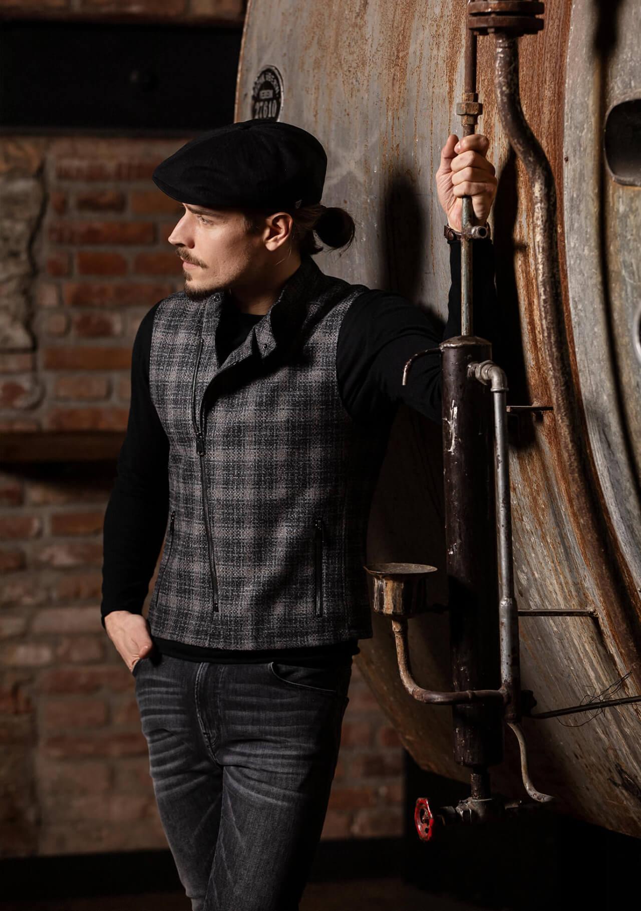 Lässige, coole und edle Premium Herren Bikerweste von DORNSCHILD aus feinstem italienischen Stoff.
