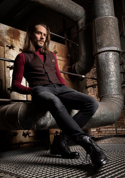 Stylish and casual premium men's vest gilet by DORNSCHILD Black, dark red patterned with copper elements made of the finest Italian fabric for a distinctive style and perfect for any occasion.