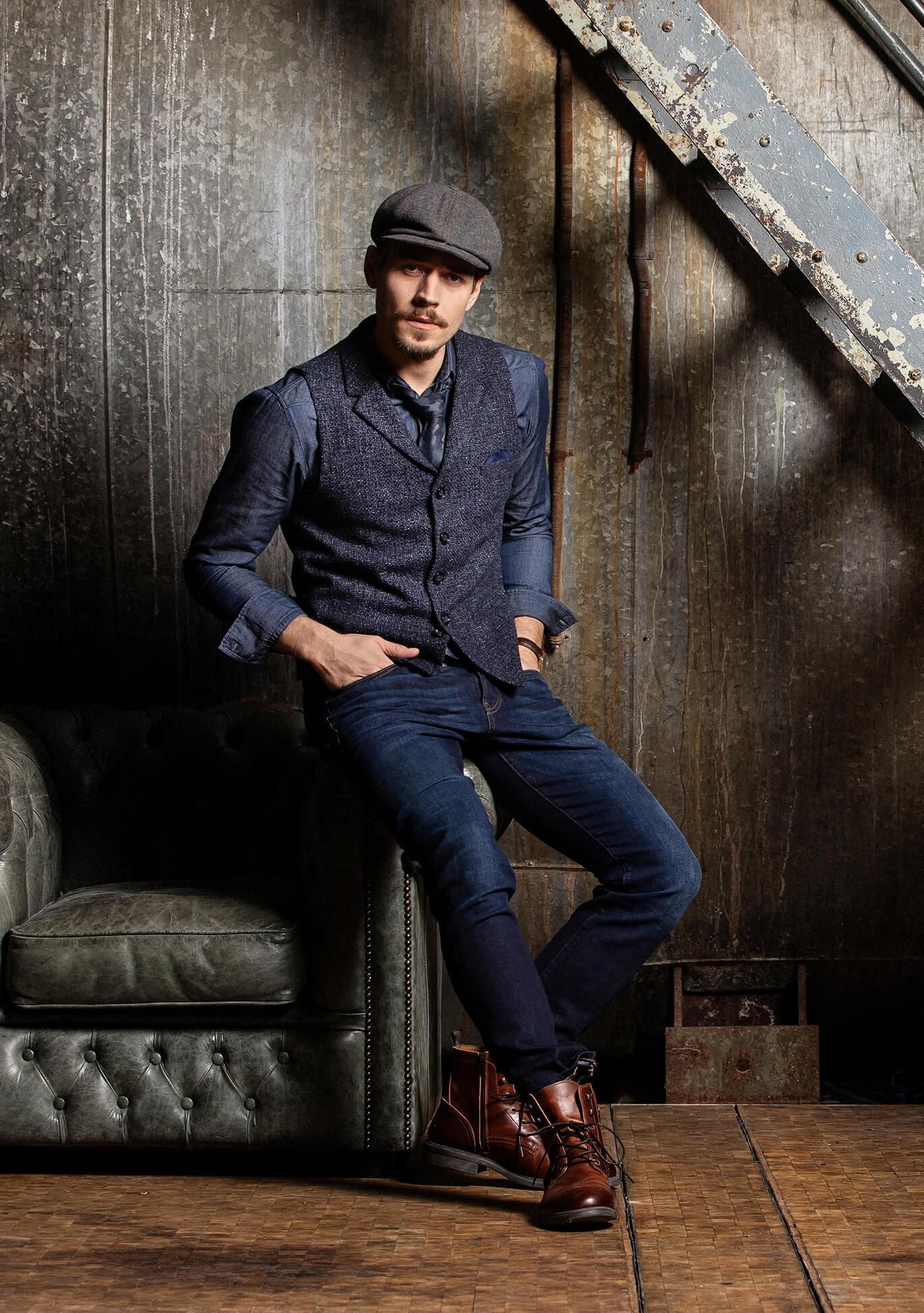 Dunkelblaue Premium Herrenweste Gilet von DORNSCHILD mit dezentem Blau Grauen Muster und Kragen für einen edlen und smarten Style.
