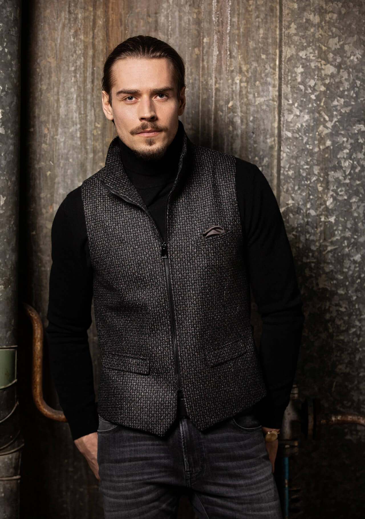 Fashionable, chic and casual men's vest gilet from DORNSCHILD with zipper black gray patterned made of the finest Italian fabric. Premium quality and handmade in Europe.